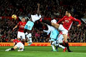 63' west ham player ben johnson strikes the shot off target, ball is cleared by the man utd. Manchester United 1 West Ham 1 Jose Mourinho Sent Off As Zlatan Ibrahimovic And Diafra Sakho Goals Earn 1 1 Draw As It Happened Premier League Highlights At Old Trafford London Evening Standard Evening Standard