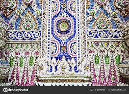23 mars 2018 ming chonburi thailand art de borken mosaïque intérieur et décorer au temple de mung photographies éditoriales en vente