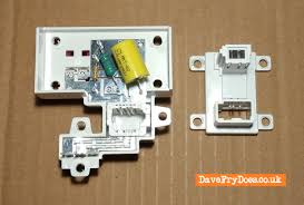 install an new style nte5c bt openreach etc master socket inside the nte5c telephone master socket 5c components from left to right r1 service resistor r2 bell wire resistor c1 ring capacitor