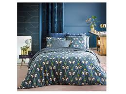 this elegant bedding set from french catalogue site la redoute has a quality feel and a vintage inspired fl design it s made from a closely woven