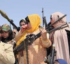 متحدّين طالبان.. شاهد نساء أفغانيات بالسلاح في الشوارع