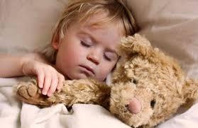 Αποτέλεσμα εικόνας για εικονες παιδια κοιμουνται με γονεις