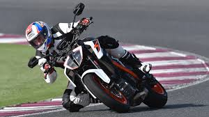 2018 ktm 1290 super duke r. brilliant 2018 2017 ktm 1290 super duke r fast facts review to 2018 ktm super duke r e