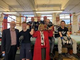 Young boxers score with council guests | Keighley News