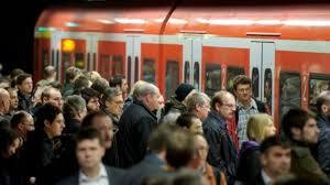 Der aufsichtsrat der bahn berät derweil, wie der konzern mehr kunden an sich binden kann. Bahnstreik In Stuttgart Und Region S Bahnen Fahren Nur Im Stundentakt Stuttgart Stuttgarter Zeitung