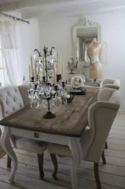 this makes me want to find an old table and a pallet so amazingly simple and beautiful