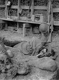 trench warfare world war i an allied ier at rest in a western front trench
