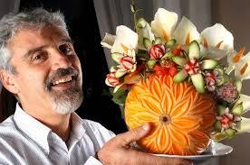 venerdì sera, presso il negozio Chiapella di Cuneo, è tornato l'amatissimo Chef decoratore Claudio Menconi, questa volta per un corso di intaglio aperto al ... - menconi.web_