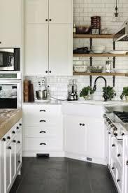 small white kitchens. Exellent Small La Cuisine Blanche Et Bois En 102 Photos Inspirantes For Small White Kitchens I