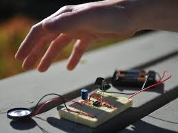 light theremin make anyone who s shivered in the dark at a scary movie or laughed at the unintentional cheese ball of a bad sci fi paging ed wood knows the eerie sounds of