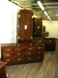 Huge Henredon bedroom set: dresser with 7 drawers, 2 bedside lockers with shelves and 4 doors, headb