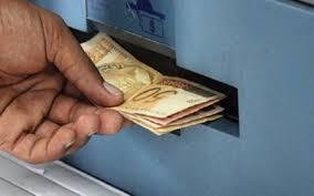 Resultado de imagem para na boca do caixa recebendo dinheiro