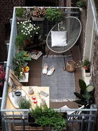 37 cozy apartment balcony decorating
