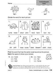 Students look at the pictures and circle the correct word. Free Phonics Worksheets Er Ir Ur Google Search Phonics Worksheets Free Phonics Free Phonics