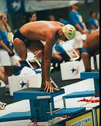 Паралимпийское плавание Википедия Одноногий пловец из Австралии на старте Паралимпийские игры 1996