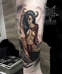 девушка с рогамицветная татуировка на руке сделать тату у мастера