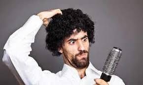 طريقة تصفيف الشعر المجعد للرجال
