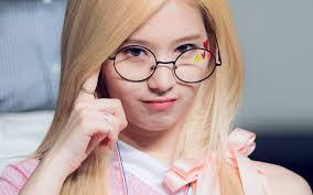 hr66-girl-twice-sana-glasses-cute-kpop-wallpaper