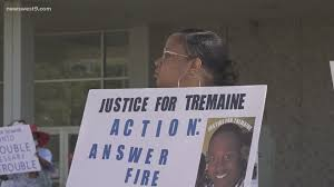 Protesters not happy with Grand Jury's decision in Wallace Tremaine Howell  case | newswest9.com