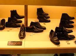 47 фото или видео фото и soon in the shops! File Bugatti Shoes On Display Prague Jpg Wikimedia Commons