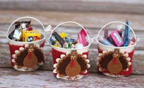 thanksgiving table favors. Wondering What To Do With Leftover Halloween Candy? Make These Cute Thanksgiving Crafts Your Table Favors