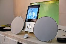 bang and olufsen beosound 8. bang olufsen beosound 8 ipod iphone ipad dock hands on image 1 and n