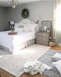 White bedroom White carpet campaign bed exposed beams – Homes Tips