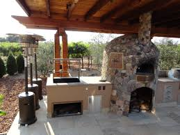 outdoor kitchen pizza oven design. cedar arbor spanning outdoor kitchen; designed by leasure concepts kitchen pizza oven design
