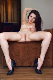 Gorgeous Shaved Pale Brunette Babe Serena Wood with Perfect.