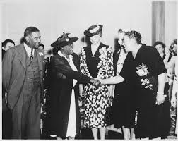 file mary mcleod bethune mrs eleanor roosevelt and others at  file mary mcleod bethune mrs eleanor roosevelt and others at