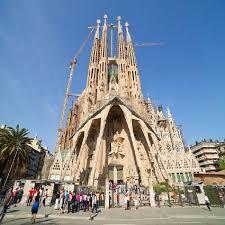 The basílica de la sagrada família, also known as the sagrada família, is a large unfinished roman catholic minor basilica in the eixample district of barcelona, catalonia, spain. Jawaban Wow Sagrada Familia 8 Ilmusosial Id