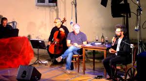 Simone Cristicchi e Don Luigi Verde in Le poche cose che contano - TvBlog