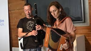 Olga Kirk y Pablo Díaz, música tradicional en el dolmen de Dombate