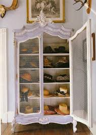 4 in an armoire