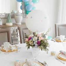 baby-shower-table-decor Up and Away! It's a Hot Air Balloon