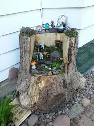 tree-stump-fairy-garden-idea-02