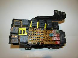 99 01 ford explorer 2 door sport v6 4 0l under hood relay fuse box 99 01 ford explorer 2 door sport v6