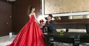 今一度注目したいレッドカラードレスがクラシカルで魅力的