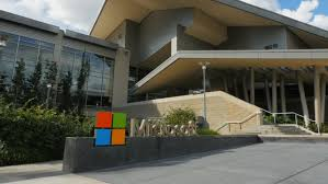 microsoft office in redmond. REDMOND, WASHINGTON, USA- SEPTEMBER 3, 2015:panning Exterior View Of Microsoft Office In Redmond