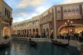 gunman kills one wounds another at venetian hotel employee picnic in las vegas
