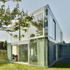 5 Elegant Glass House Makes the Most of a Minimalist Design