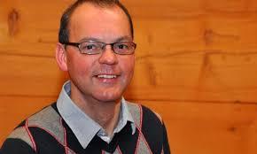 Pfarrer Bernhard Schnyder weihte am Freitag die neuen Räumlichkeiten des Gemeindezentrums in Wiler ein. 14.12.2012, 22:42 - wiler-eroeffnung-und-einweihung-des-gemeindezentrums-43069