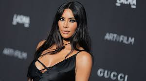 kim kardashian s haircut in a parking