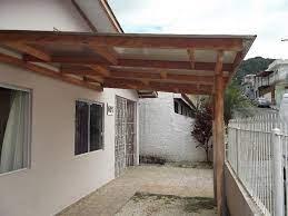 O estilo dos telhados embutidos é com menos inclinação e permite o uso de telhas mais simples também, já que essas ficaram escondidas pela platibanda, que é uma pequena parede que vai além do telhado e o. Coberturas Para Garagens Residenciais Baratas Decorando Casas