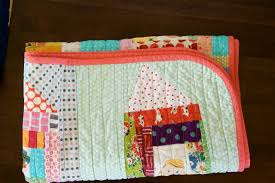 a quilt is nice: rounded quilt corners tutorial & You might also like: Adamdwight.com