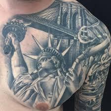 татуировка статуи свободы на груди мужчины фото рисунки эскизы