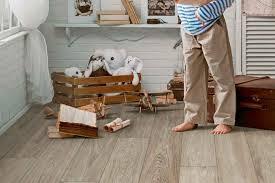 Für unsere kinder wollen wir natürlich nur das beste, genau so gilt das auch beim fußbodenbelag. Klick Vinylboden Robuster Bodenbelag Modernes Design Livvi De