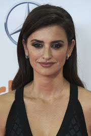 penelope cruz looked alluring with dark smoky eyes at the jose maria forque awards in spain
