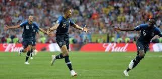 kaunis nainen ranskaksi