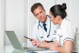 Деловой этикет в медицине правила поведения медсестры и других  врачи обсуждают результаты